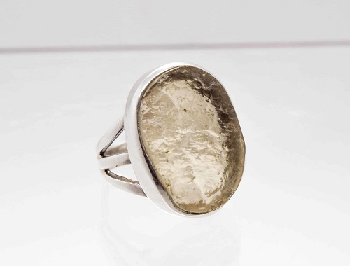 кольцо с ливийским стеклом